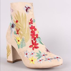 Qupid Vegan Suede Spring Floral Embroidery Booties
